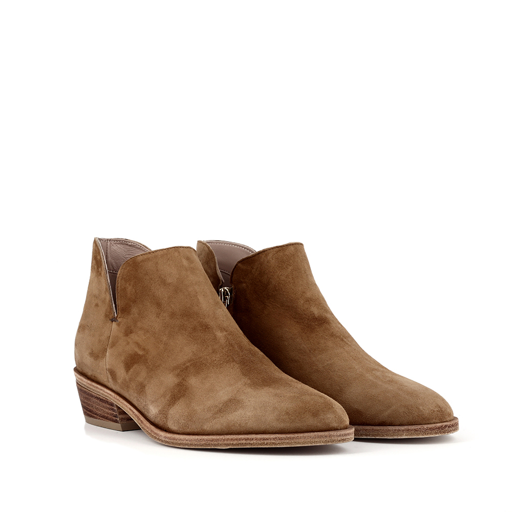 NEW - Boots